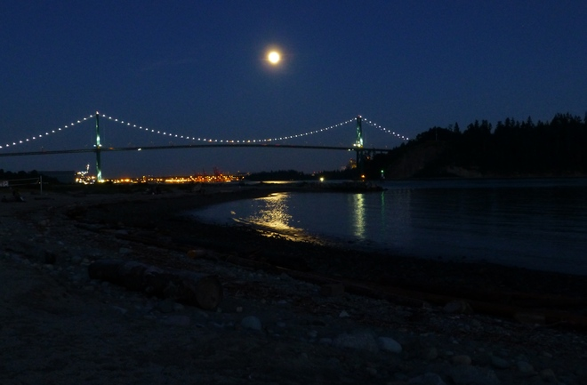 SUPER MOON OVER LIONS GATE BRIDGE West Vancouver, British Columbia Canada