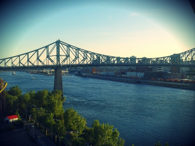 Sunset on Jacques-Cartier Bridge Montréal, Quebec Canada