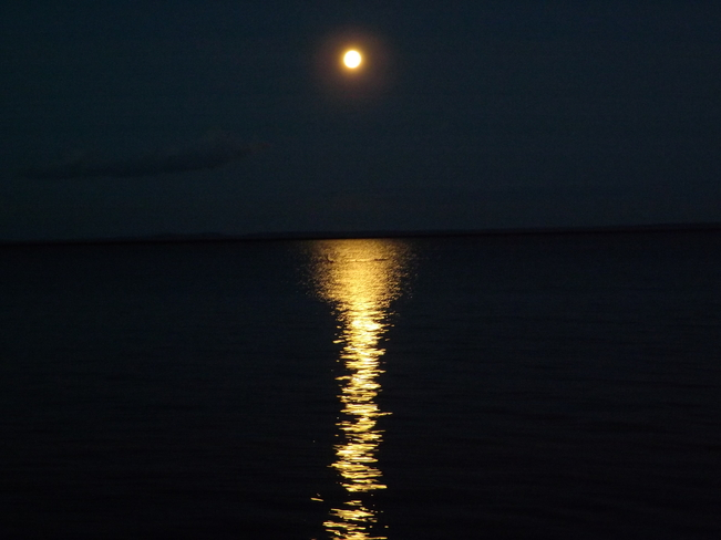 FULL MOON RISE Thunder Bay, Ontario Canada