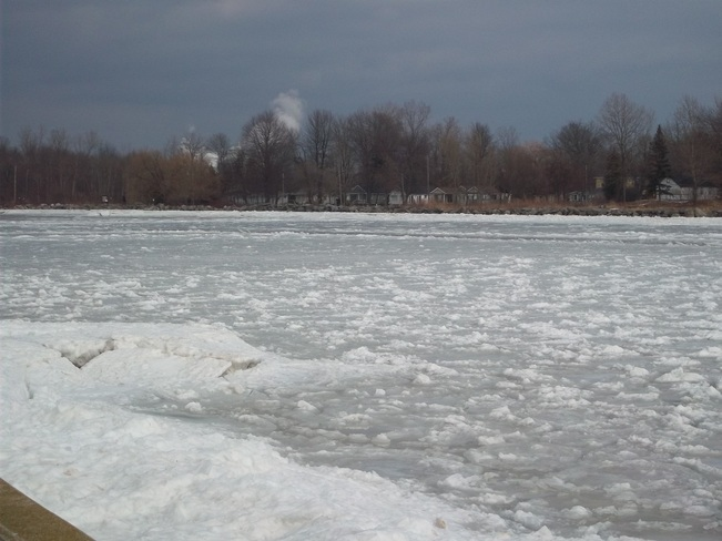 four pic ice jam at the mouth of the grand river at erie Dunnville, Ontario Canada