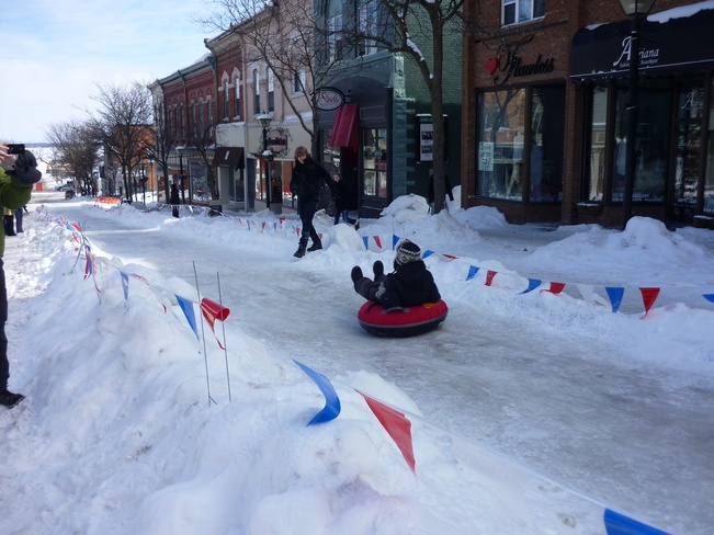 BIG SNOW SLIDE ON MAIN STREET Orillia, Ontario Canada