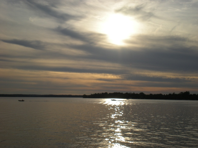 Sun on the lake and vision of pink. Snake Island, York Regional Municipality, ON
