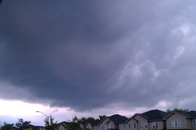 Ominous Cloud about 10 minuntes before the high winds and hail. Waterloo, ON