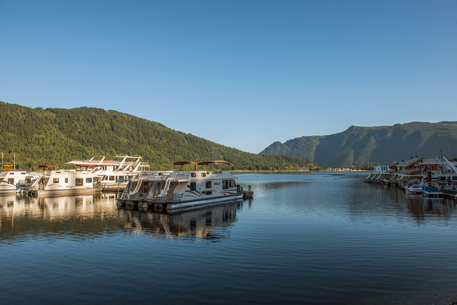 Brilliant Shuswap day! Waterway Houseboat Vacations, Mervyn Road, Sicamous, BC