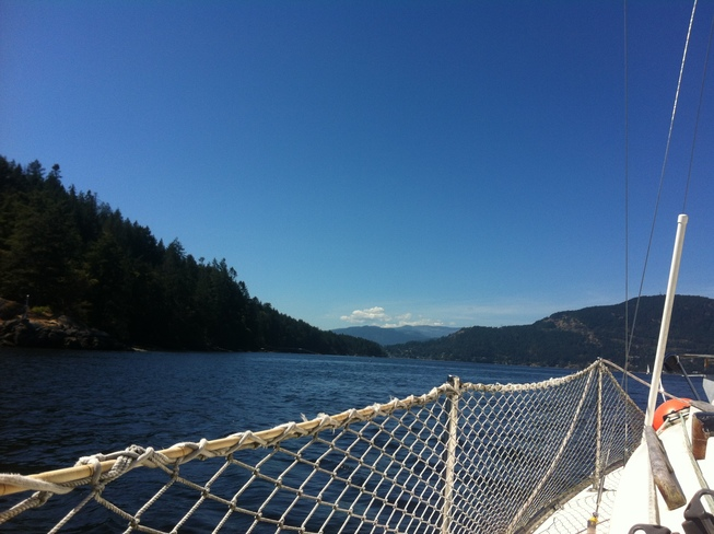 Sailing in Samsun Narrows Maple Bay, BC