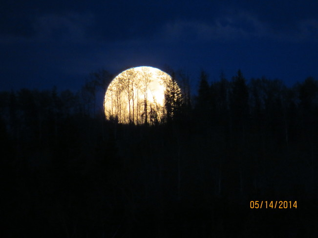 FULL MOON IN REDROCK BC Prince George, BC