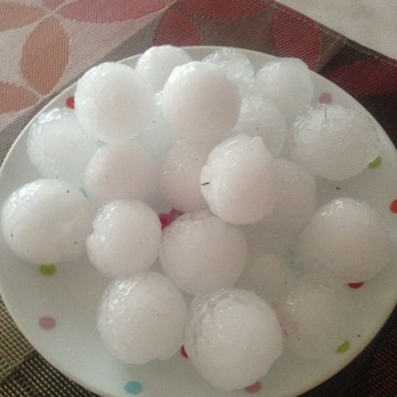 Golf ball size hails in Saddleridge Calgary