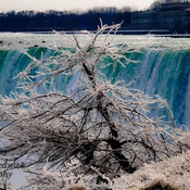 icy days at niagara falls