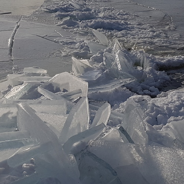 Ice shore build up