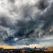 Mega intense storm approaching Toronto, Ontario with scary clouds!