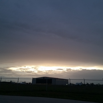 interesting sky at RMOW airport