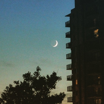 cresent moon over windsor