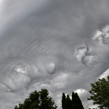 VERY VERY STRANGE CLOUD FORMATION