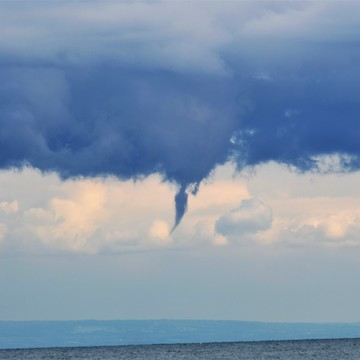 Lake erie Water spout Formations aug 19, 2017