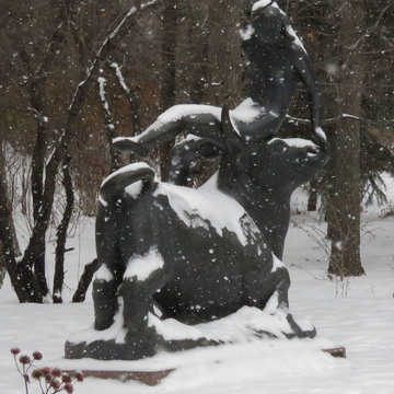 Statues Come to Life in the Snow!
