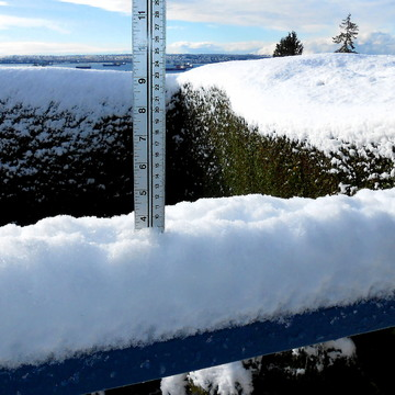 COMPARE - SNOW - WEST VANCOUVER- 9:27 AM