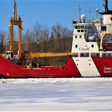 CANADA COAST GUARD BREAKING ICE