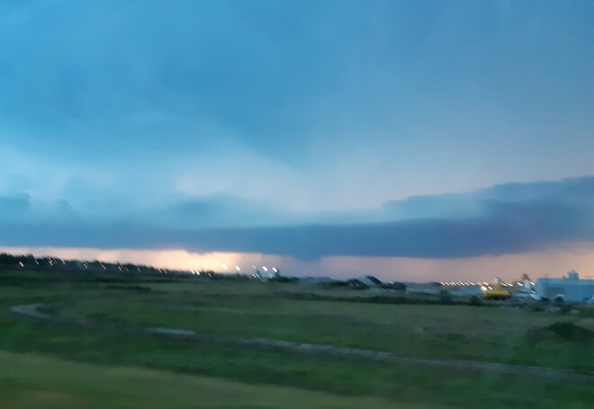 storm moving in fast Moose Jaw, SK