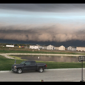 Shelf cloud before the storm