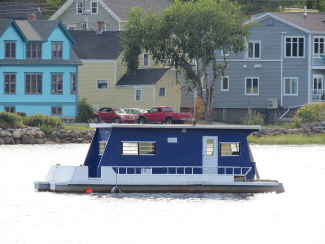 House Boating. Mahone Bay, NS