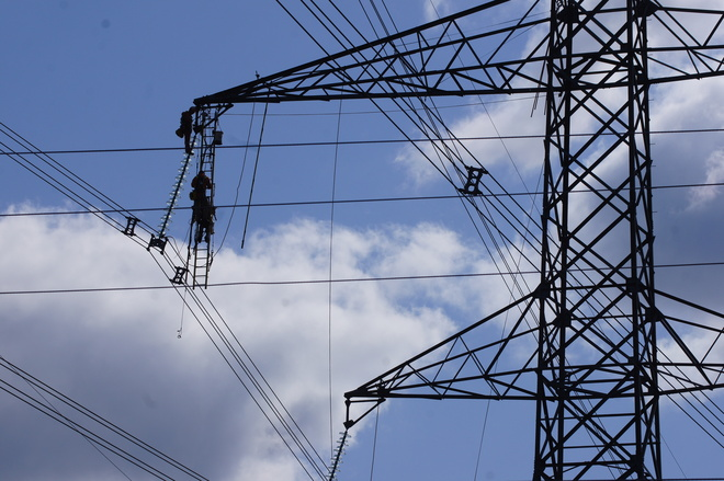 Hydro Transmission Tower Maintainance North Oshawa ON on Ritson Rd. near the 407 Toll Rd.