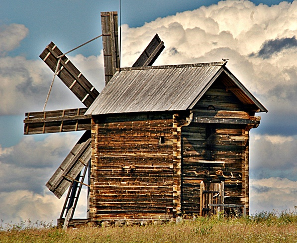 Which Country has this type of Windmill? Volga River, Russia