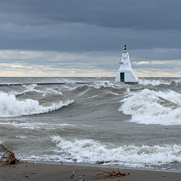 High winds cause massive waves to pummel Erieau pier