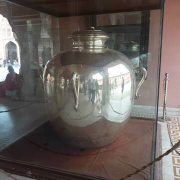 Largest Silver vessel on display at the Jaipur City palace