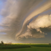 fast moving shelf cloud