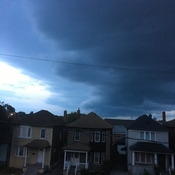 Storm wall moving into Toronto