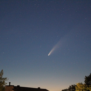 Comet NEOWISE viewed from Dunrobin Shore. Ontario.