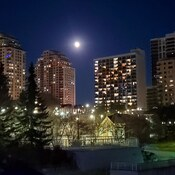 Downtown London Full moon