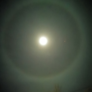 Large circle around the Moon! l