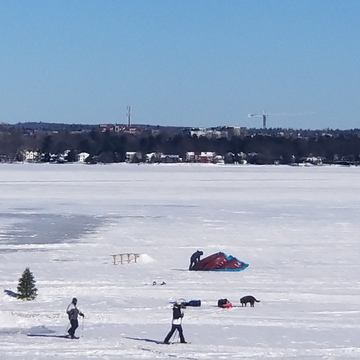 Snow shoers and kite boarder setting up on the River, undeterred by the cold...
